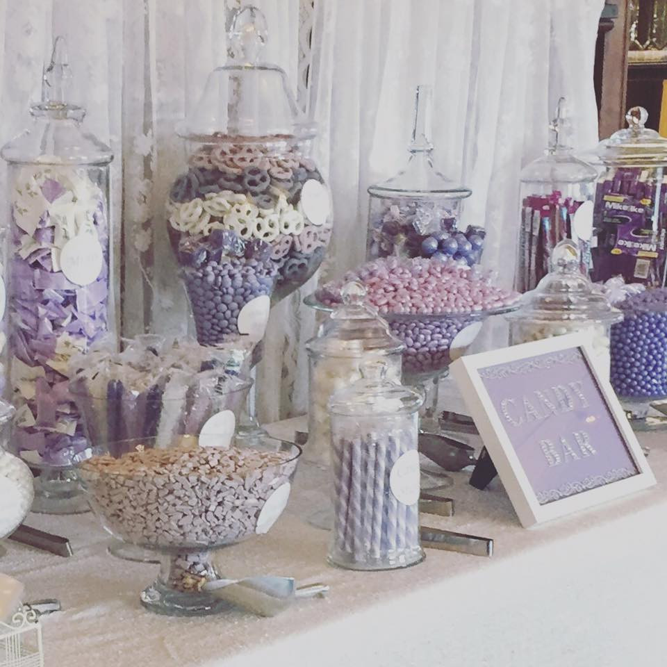 color-themed candy bar at snohomish wedding
