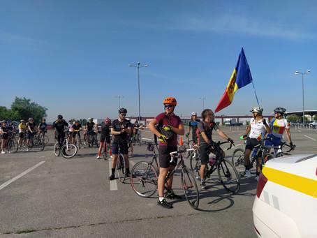 """Фото/ Более 60 велосипедистов приняли участие в благотворительном заезде """"Foc la ghete pe biciclete"""""""