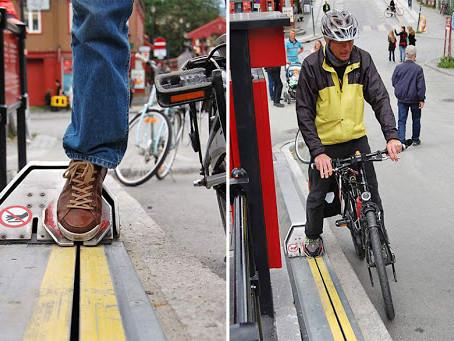 Ученики кишиневского лицея разработали 3D-прототип уличного эскалатора для велосипедистов