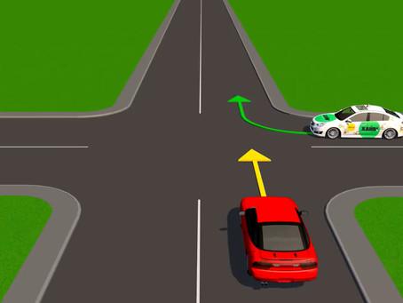 Видео: Как действовать на нерегулируемых перекрестках равнозначных дорог
