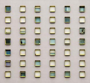 windows-1076116.jpg