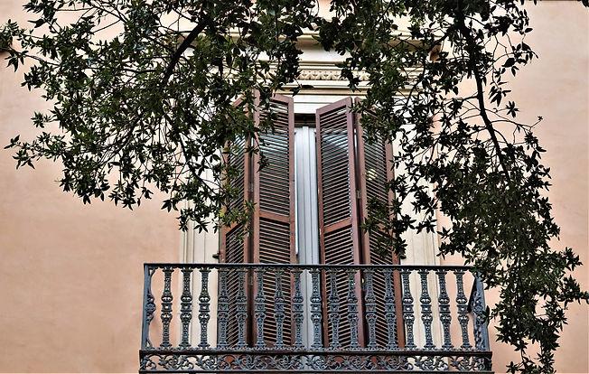 balcony-4540183.jpg