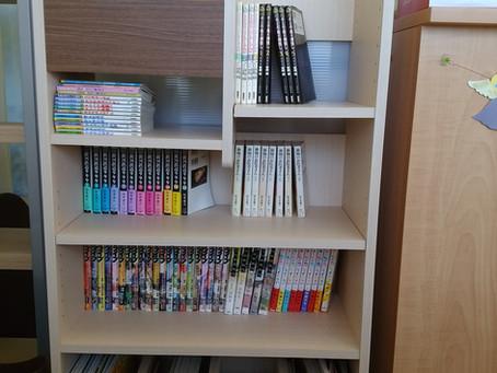 本棚を設置しました。