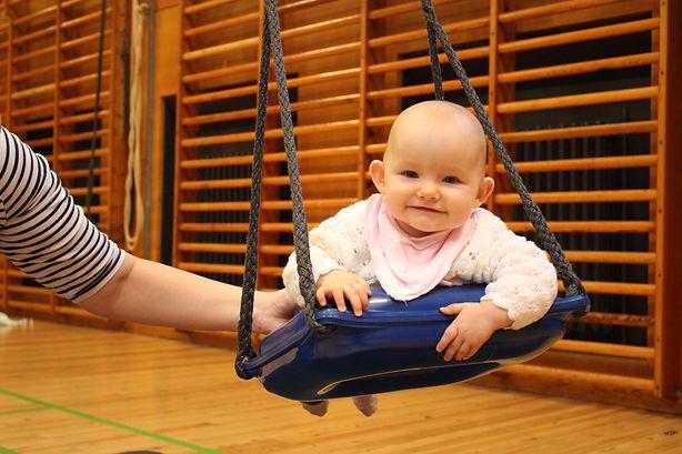 Børn og motorik baby i gynge