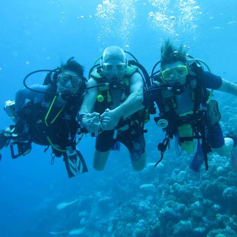 0488 Maldives, Yinmoi, Dave & Barbara.JPG