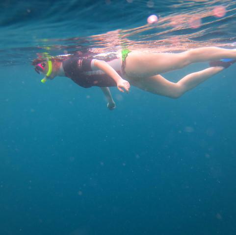 0593 Maldives, Helen snorkelling.JPG