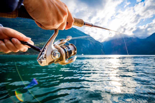 woman-fishing-on-fishing-rod-spinning-in