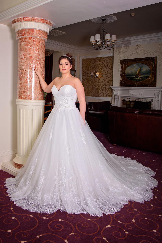 A LINE full skirt wedding dress lace trim sweetheart neckline