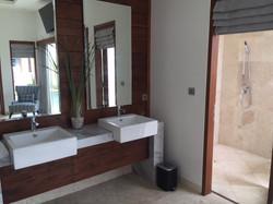 Bathroom/External Shower