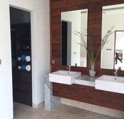 Bathroom and Walkdrobe