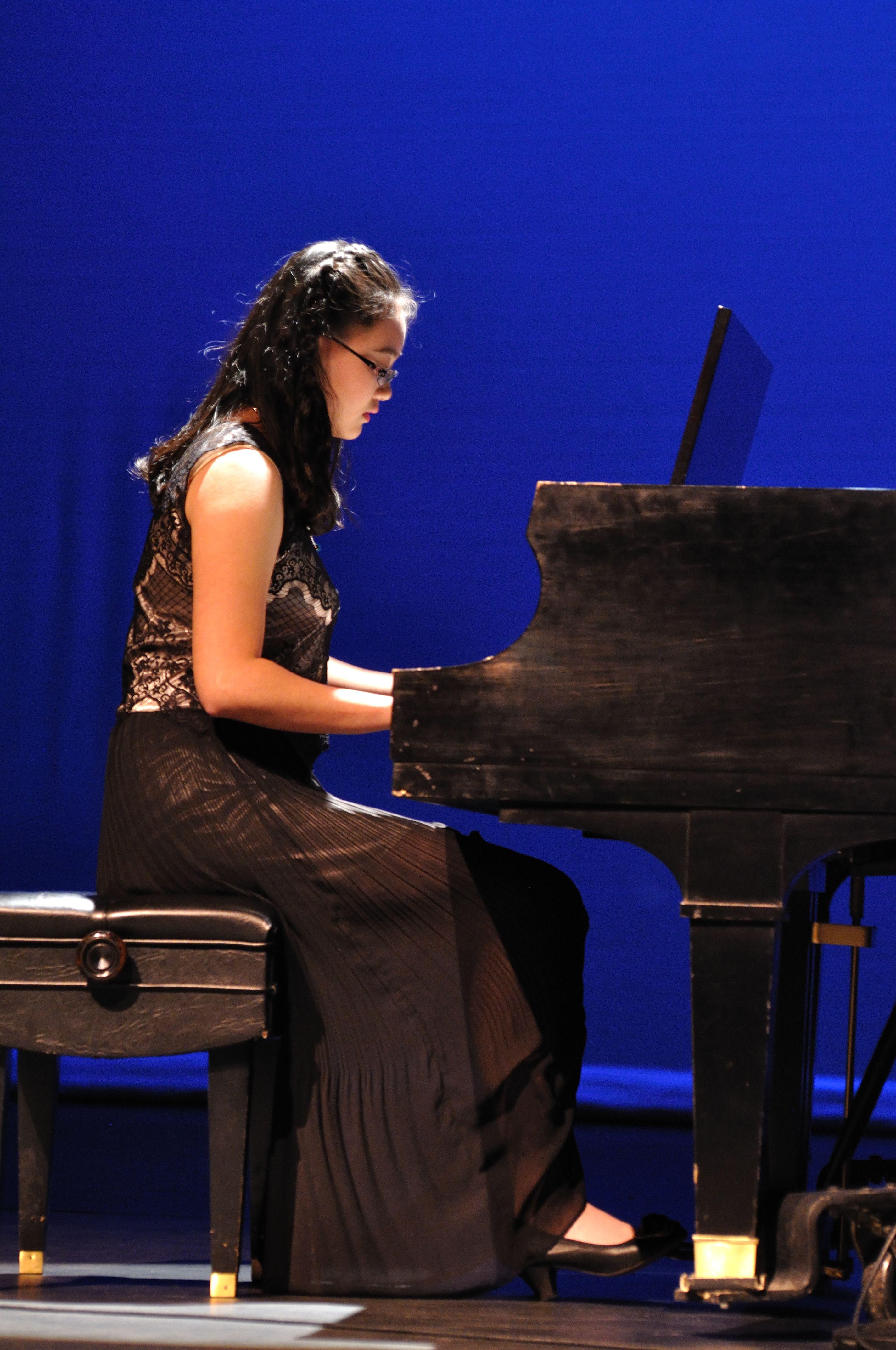 尚音老师赴法国参加音乐会表演