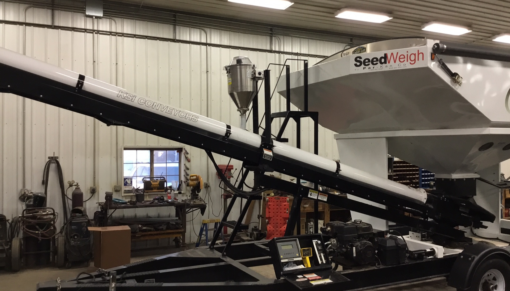 CT Standard Dry Applicator mounted on a Par-Kan Seed Weigh Tender.