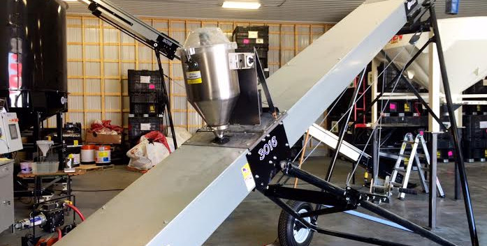 CT Standard Dry Applicator mounted on on a USC conveyor being used to treat with Quickroots.
