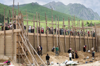 Building a new temple, Langmusi