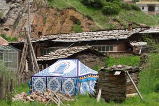 Tradition and modernity, Langmusi