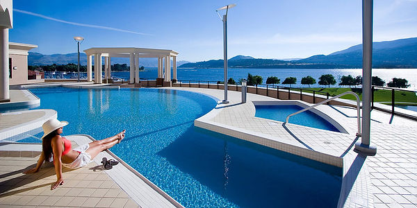 kelowna-hotel-with-pool.jpg