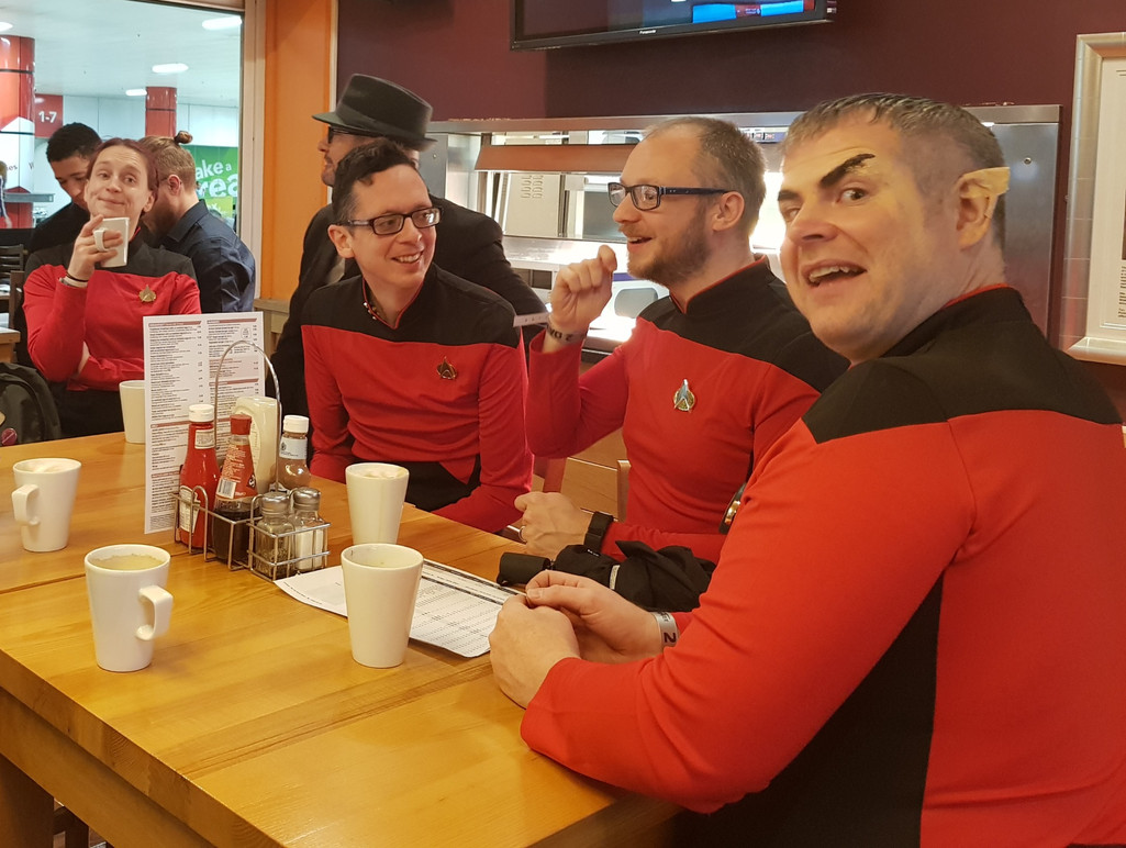 Wetherspoons at the Birmingham NEC is invaded...by Redshirts! Hanging out with the @10Backward crew!