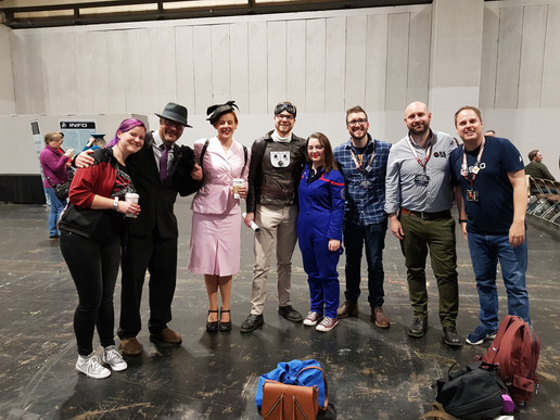The best bit about Destination Star Trek is getting to hangout with friends! Dee (@AgentSeska); Ian (@officialhowsei); Jen (@DrJenThrows); Matt (@TheyMightBeGeek); Dana (StaticWarpBubbl); Rich (@MastersRich); Ross (@strtrk1701) and Rob (@TrekkieRob)