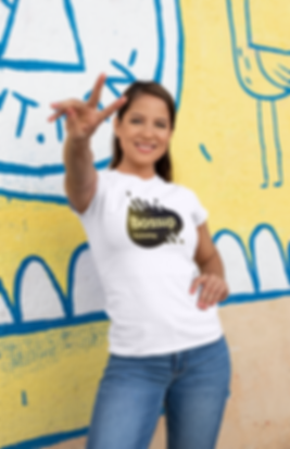 shirt-mockup-of-a-woman-doing-the-peace-