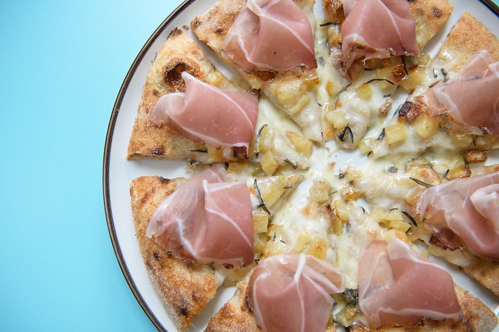 """La pizza """"pop"""" di Berberè, la più leggera e squisita del quartiere Isola."""