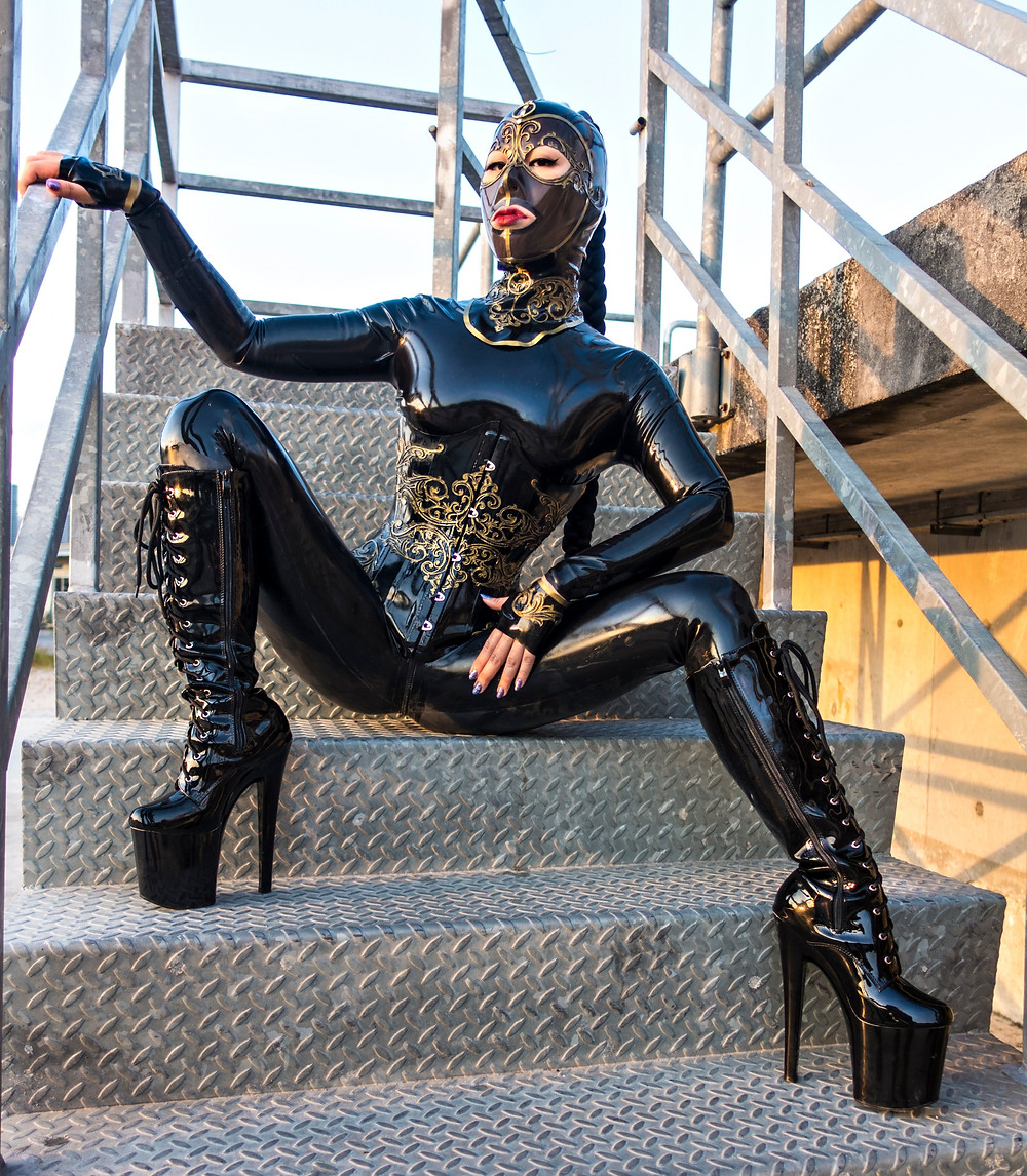Queen Cobra Latex Model