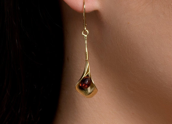 Calla Lily Gold Earrings with Garnet