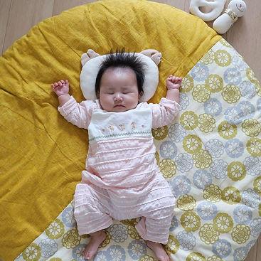 ふかふかで気持ち良さそうです。座布団の上ではよく寝てくれました!