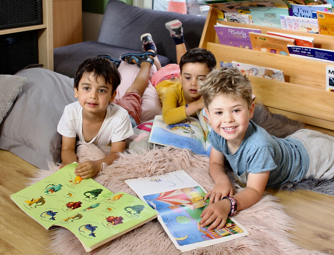 Apples_and_Honey_Preschool_Kids_Reading.