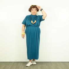 スタンドカラーとギャザーが淑女系なトップス/夏のミニマリズムを追求したライトなタイトスカート