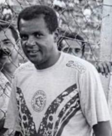 Luís Pereira com a camisa do Sao Bento.