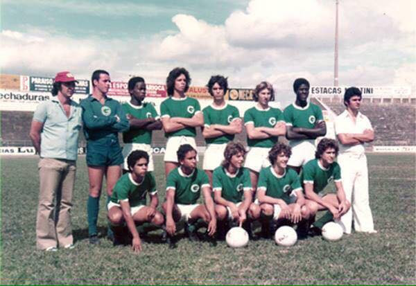 Time juvenil do Guarani em 1975.