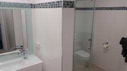 Rm 9 Family Bathroom (2)