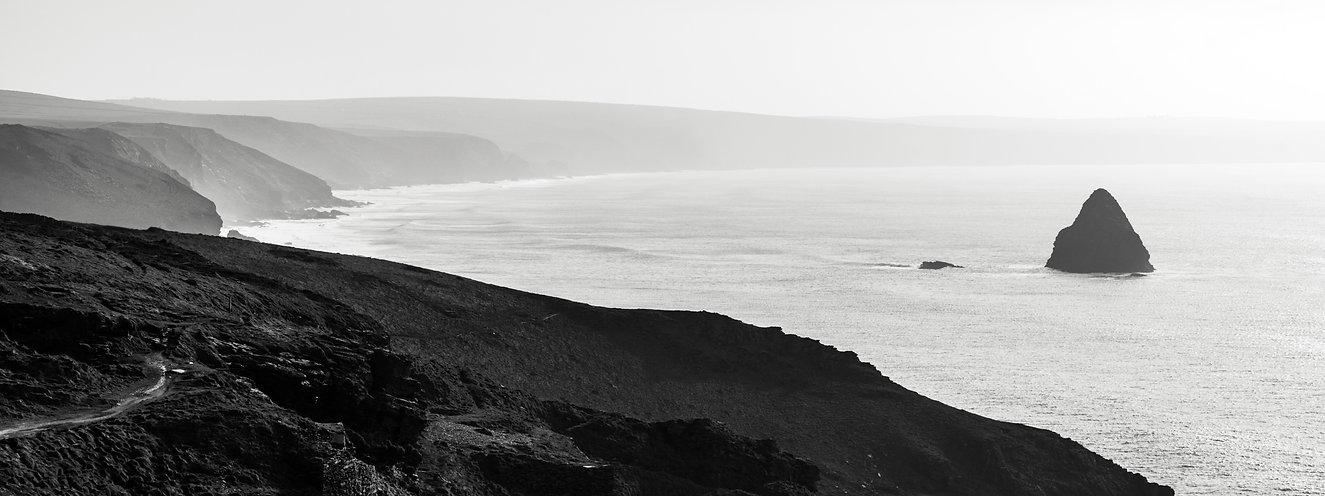 tintagel feher fekete panorama 2.jpg
