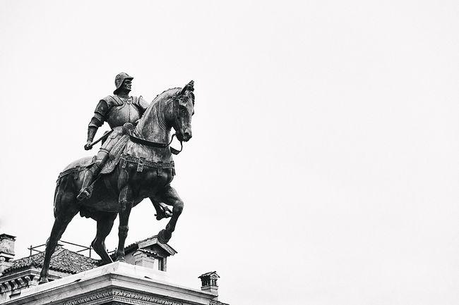 Horse statue (B&W).jpg