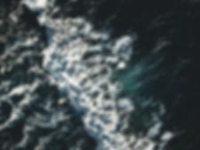 szurfos dronnal (crop).jpg