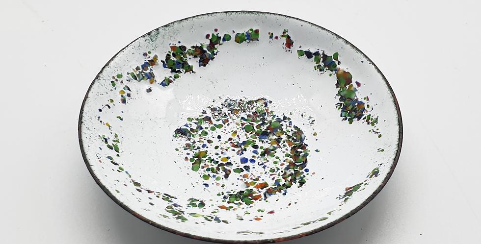 white ring bowl