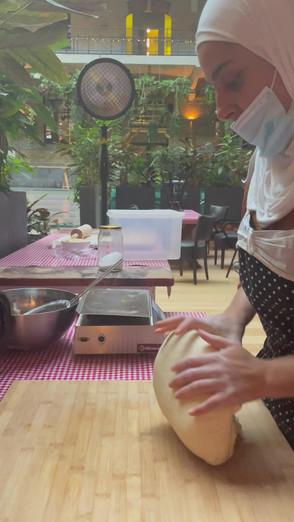 Assiya shows how to knead the dough for msemen. Om uren naar te kijken..