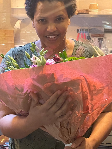 Flowers for Zinash: she just signed her contract!