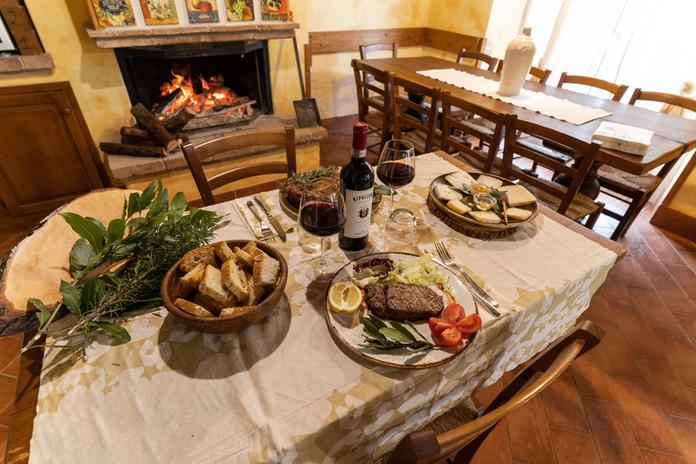 Degustazione di pecorini, bistecca alla Fiorentina, scamerita alla brace