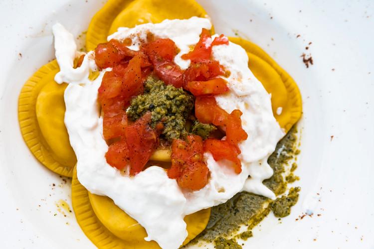 Girasoli ripieni di mascarpone e noci con dadolata di pomodorini ortolani e stracciatella di bufala