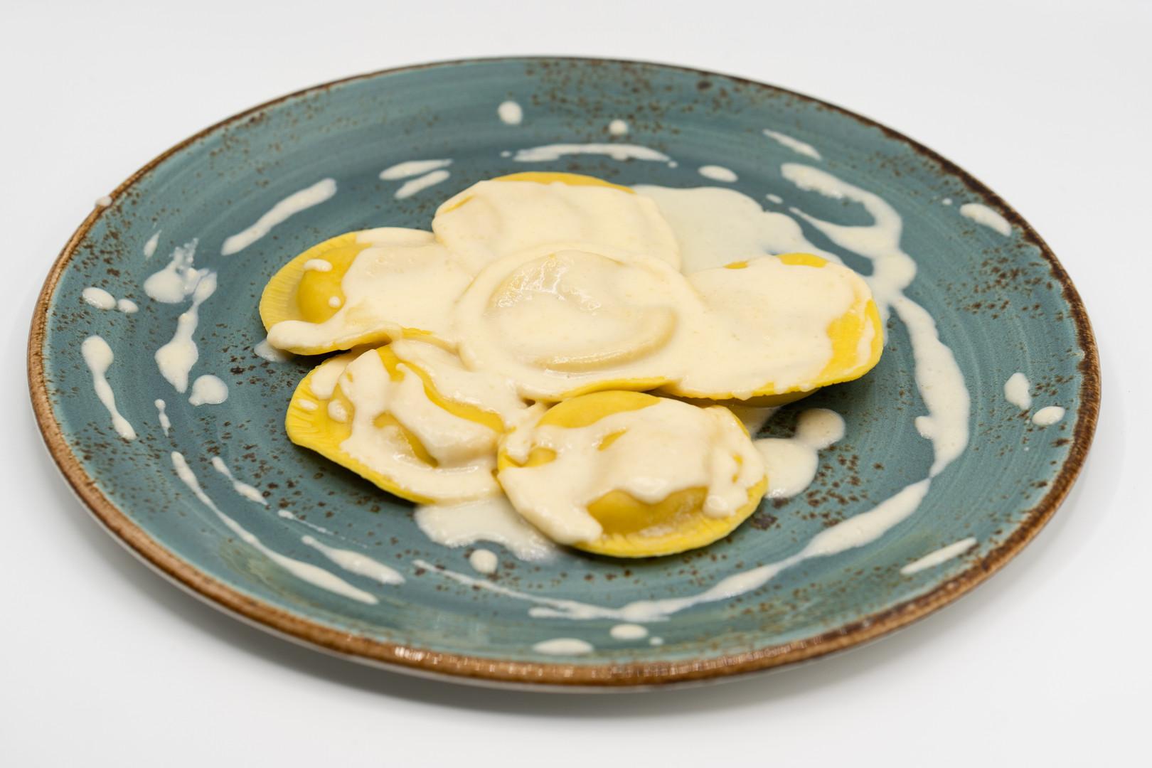 Girasoli mascarpone e noci con fonduta di parmigiano