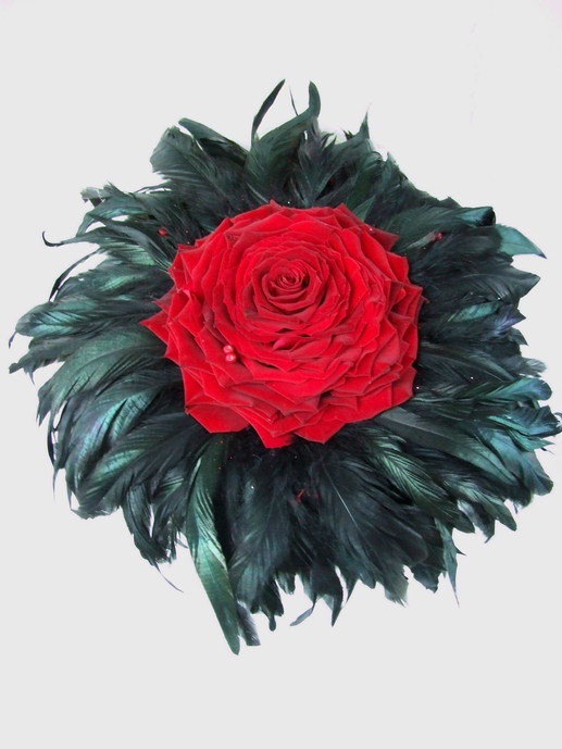 Red carmen rose (glamelia) bouquet with black feather collar