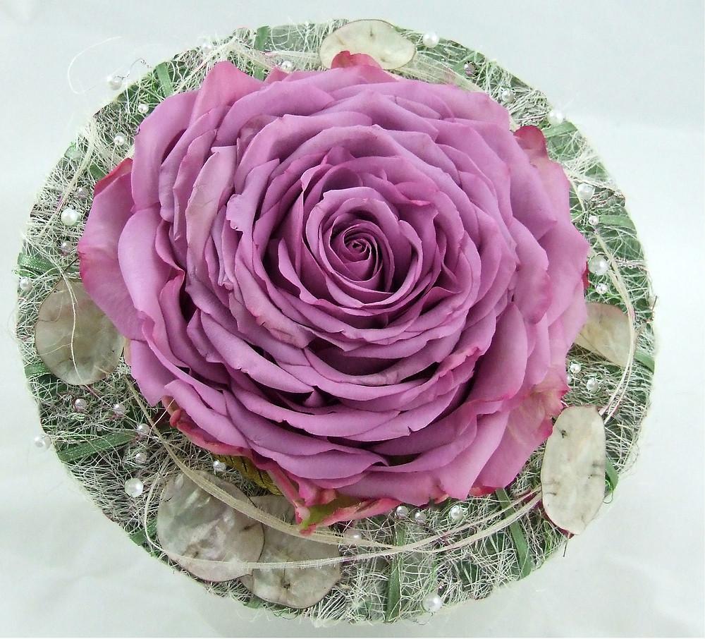 Pink rose glamelia bouquet