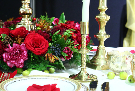 Gold table centrepiece detail