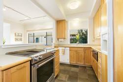 14-541-S-Eliseo-kitchen-high-res