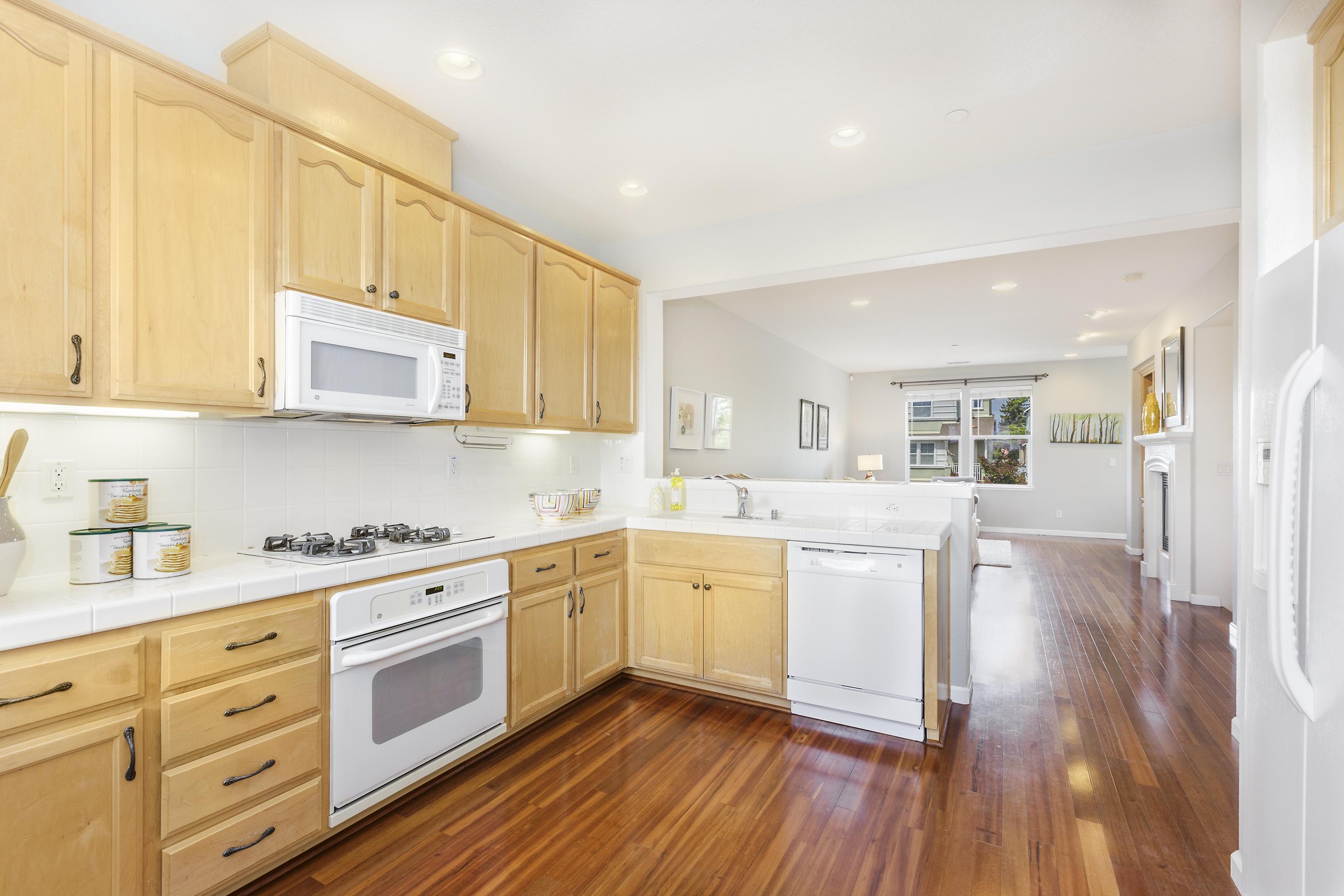 08-2225-Sea-Hero-kitchen-high-res