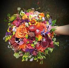 Brudebuket i varme farver