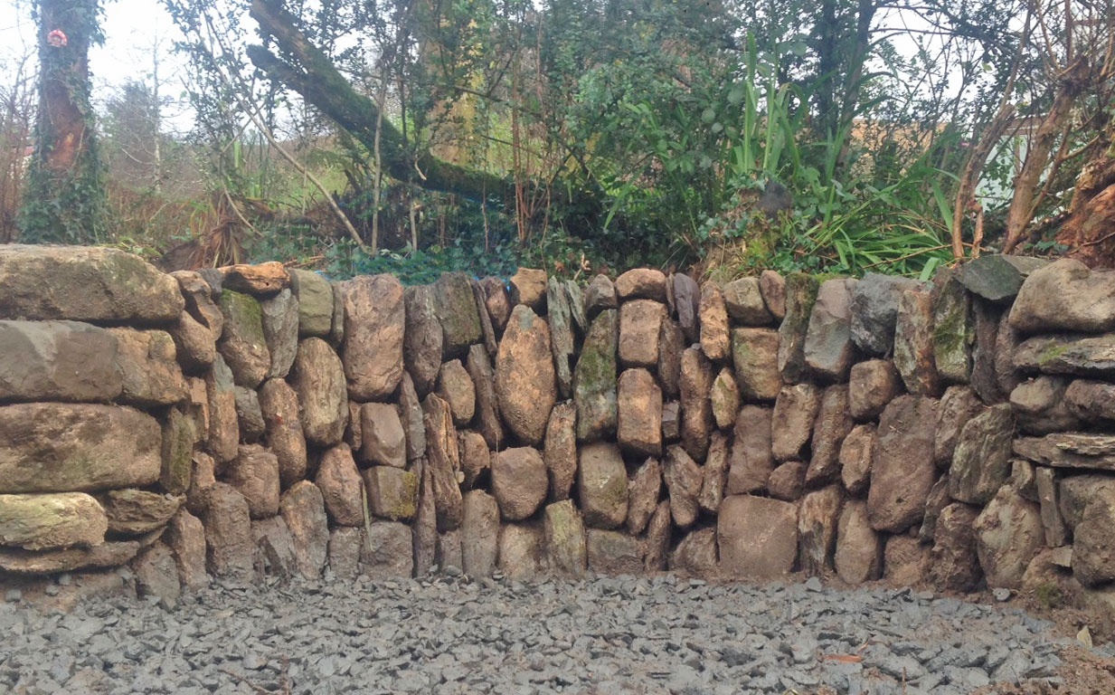 vertical wedged dry stone ditch