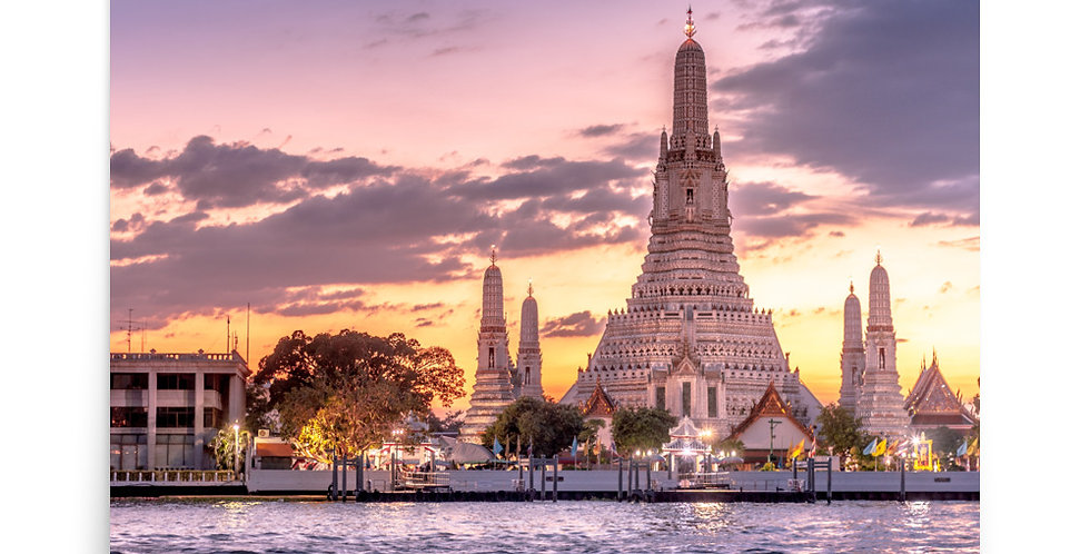 Poster: Beautiful sunset at Wat Arun buddhist temple in Thailand