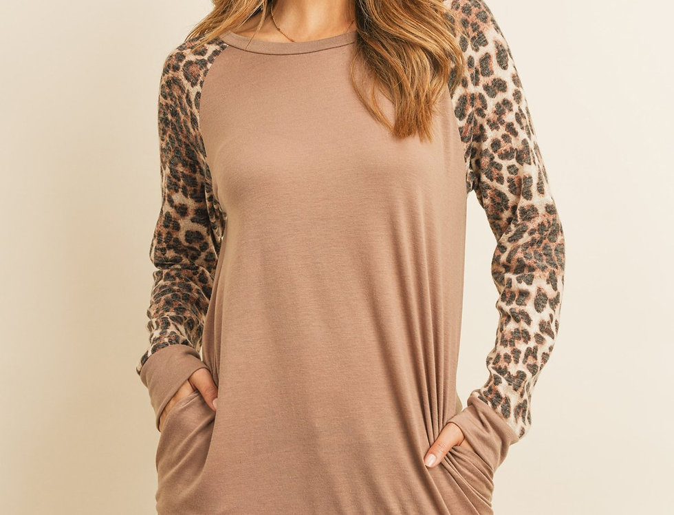 Leopard Contrast Sleeves Top With Inseam Pocket